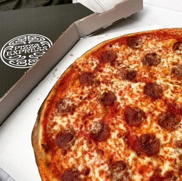 Sometimes you just can't beat a classic, and our American always hits the spot 🤤  Plus it's your chance to get REDUCED delivery when you order straight to your door via Bolt Food.  Thanks for the shot @fomoofood  #PizzaExpressCyprus #Pizza #Delivery